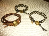 Tre armband.